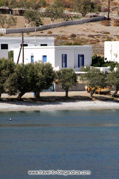 Chochlidia close up, the summer houses on the beach FOLEGANDROS PHOTO GALLERY - Chochlidia beach by Ioannis Matrozos