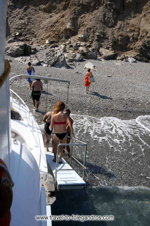 Upon arrival to Katergo the tour boat approaches the beach and tourists descend from a ladder to the beach FOLEGANDROS PHOTO GALLERY - Katergo beach by Ioannis Matrozos